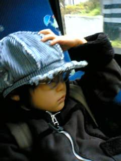 バスで眠る